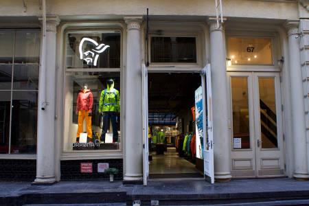 KJØPER HVITSERK OF NORWAY: Norrøna skal satse mer på turisme. Her illustrert med deres nye butikk i New York. Foto: Norrøna