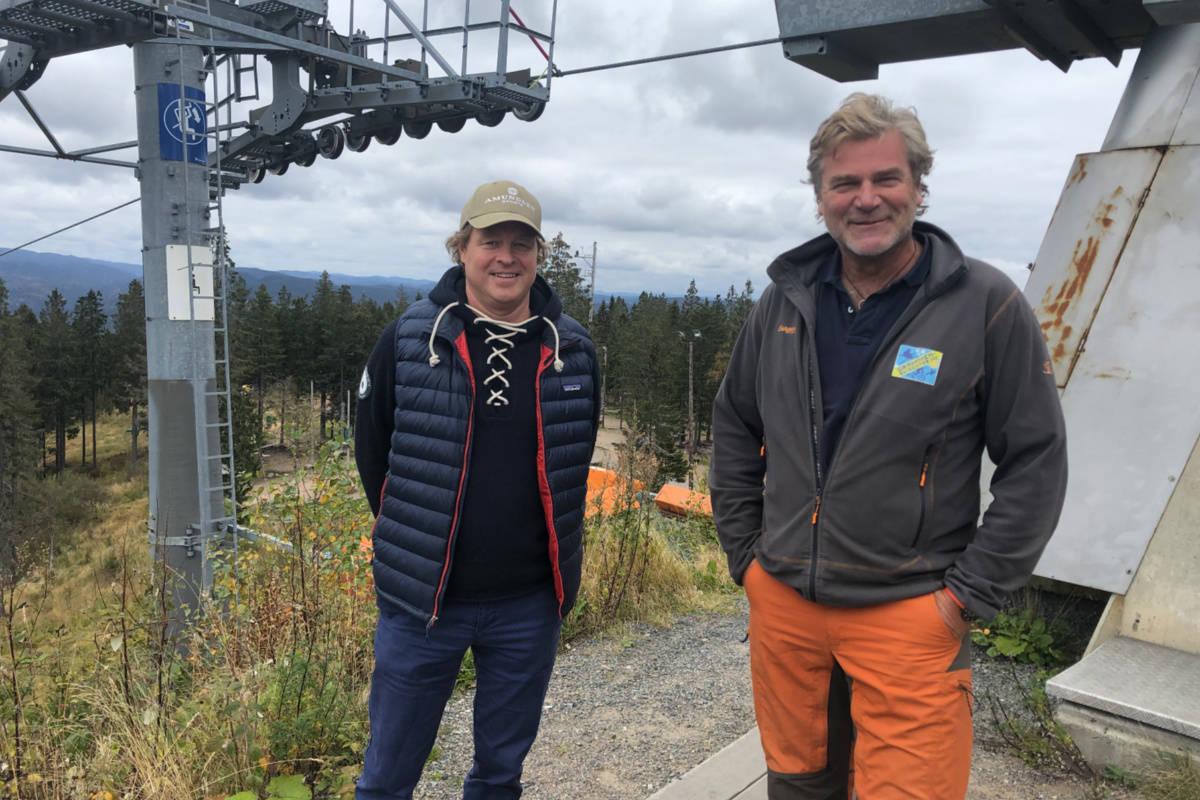 NY MODELL: Espen Bengston (t.v.) og Erik Graaberg lanserer en ny modell for sesongkort - med medlemsavgift. Her i Oslo Vinterpark i oktober. Foto: Anders Holtet
