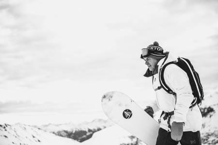 JAKE BURTON: Snowboardikonet døde denne uken. Foto: Burton Snowboards