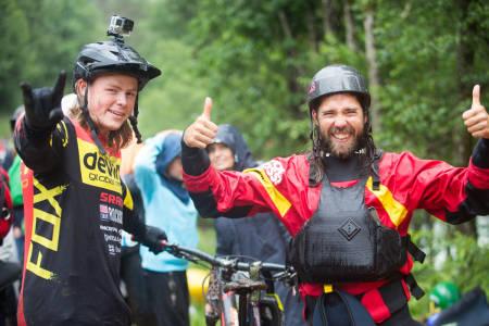ÅRETS BESTE LAG: Brage Vestavik (til venstre) sykla og Julian Stocker padla inn til seier i Horgi ned 2016. Deres faste, skikjørende lagkamerat Dag Sandvik, fikk ikke være med i år. Foto: Tore Meirik