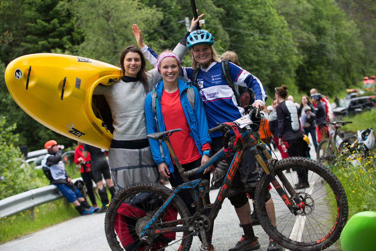 SEIER: Disse damene var raskest i Horgi ned 2017. Fra venstre: Nicole Dubé (elvepadling), May helen Midtbø (løping) og Hilde Strædet (sykling). Foto: Tore Meirik