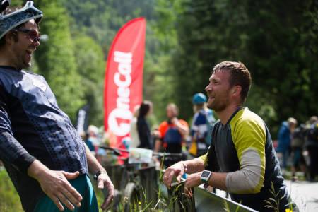 Mark Basso (til venstre) og Lars Georg Paulsen slår av en prat