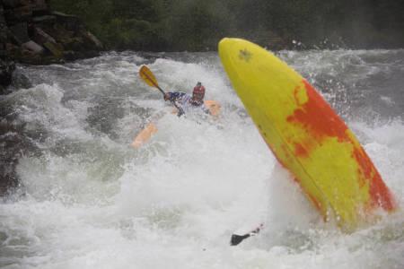 Tro det eller ei, men mannen i den gule og oransje båten er dagens vinner, Marcio Franco, like før målgang.