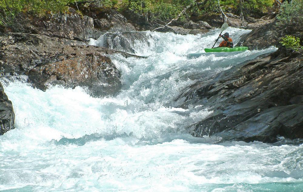 NATURSKJØNT: Raundalselva er en av verdens beste padleelver, men trues av utbygging. Jon Kristen Garmo setter pris på elvas kvaliteter.