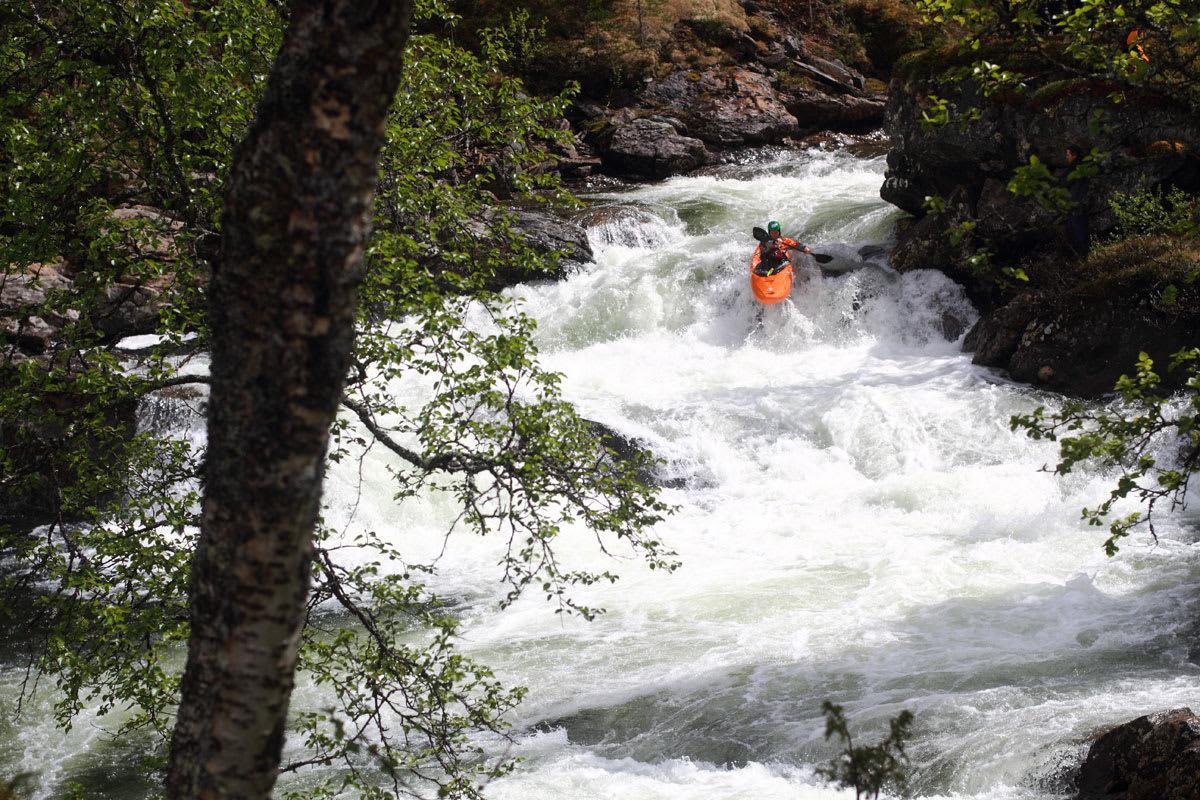 KJAPPIS: Dag Sandvik er ikke fremmed for å padle fort nedover bratte elver. Foto: Tore Meirik