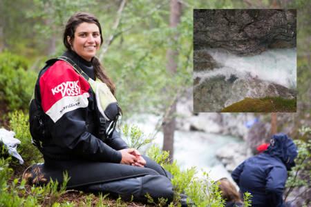 MÅTTE BRYTE KNEET UT AV LEDD: Nicole Dubé måtte kjempe for livet for å komme seg løs da hun ble fanget under vann i Brandsethelva i 2013. På bildet oppe til høyre ses så vidt den røde kajakken hennes, mens Nicole er under vann og slåss for å komme seg løs. Foto: Tore Meirik/ Privat