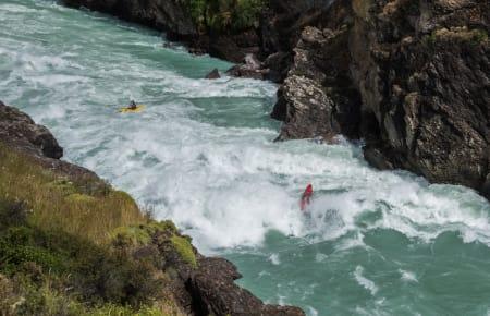 SVÆRT: Rio Baker er ikke til å spøke med – stort vann og enorme stryk. Og kolossalt bra elvepadling. Foto: Halvor Heggem