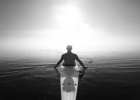 SYMMETRI: Dette flotte bildet fra en stille dag i havkajakken ble stemt fram til ukas beste helgebilde. Foto: Jakob Ager