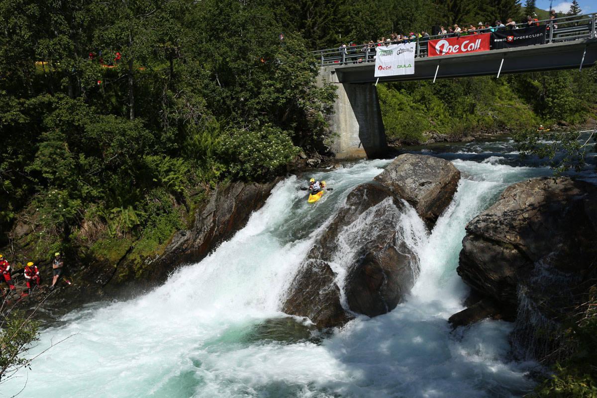 BRATTPADLING: Denne superklassiske padleelva like ved Voss er ikke svaret på spørsmål to – i hvert fall så lenge det er nok vann i elva som er riktig svar. Arkivfoto: Tore Meirik