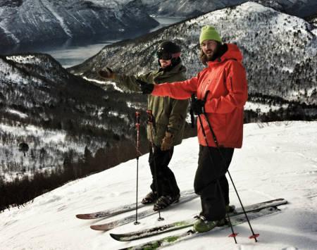 JA, VI ELSKER: Norsk skisentre og deres slagord. Fart og spenning på ditt nærmeste høyfjell! PS. Kan du se hvor bildet er tatt?  Foto: HP Hval