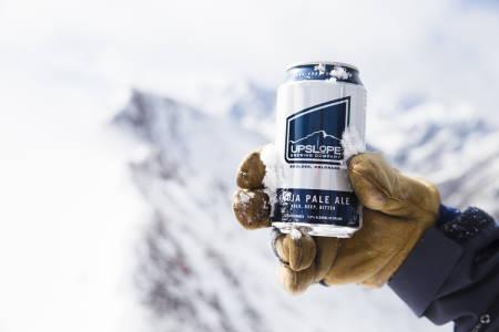 HVA ER DET? Er det undervurdert å ha med en boks øl på topptur? Foto: Hans Petter Hval
