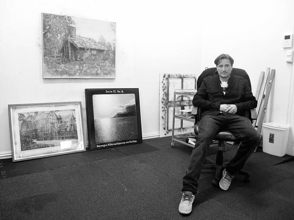 Henrik Kleppe i sitt atelier. Foto: Anders Holtet
