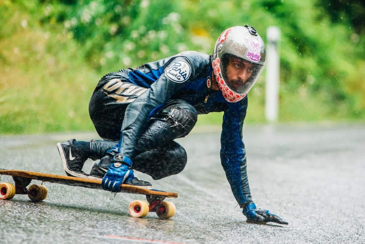 TØFFE FORHOLD: Tidvis regn og variert vær satte ingen kjepper i skateboardhjula på Skjervet. Ali Nas holder fokus. Foto: Bård Basberg