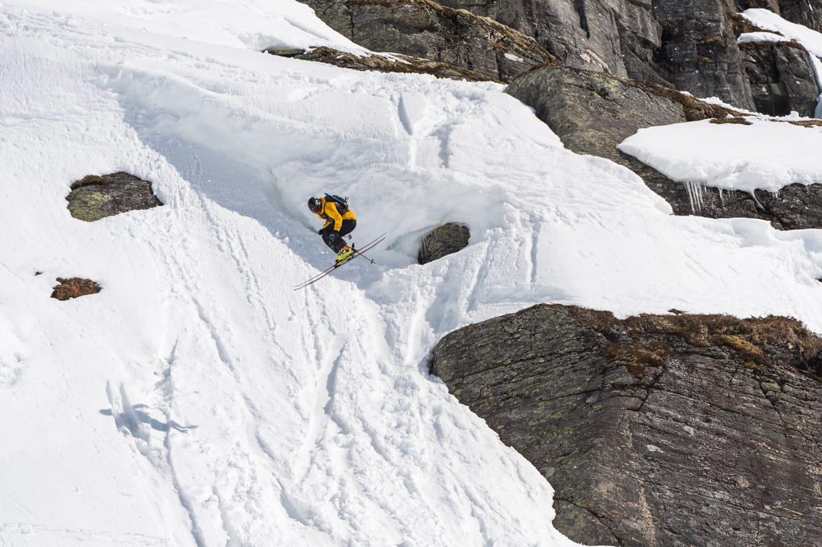 OK NIVÅ: Fra den nye slopestyleløypa i Røldal. Flere av kjørerne i lørdagens finale sendte opptil fire forskjellige triks i samme runnet. Foto: Andreas Anderson