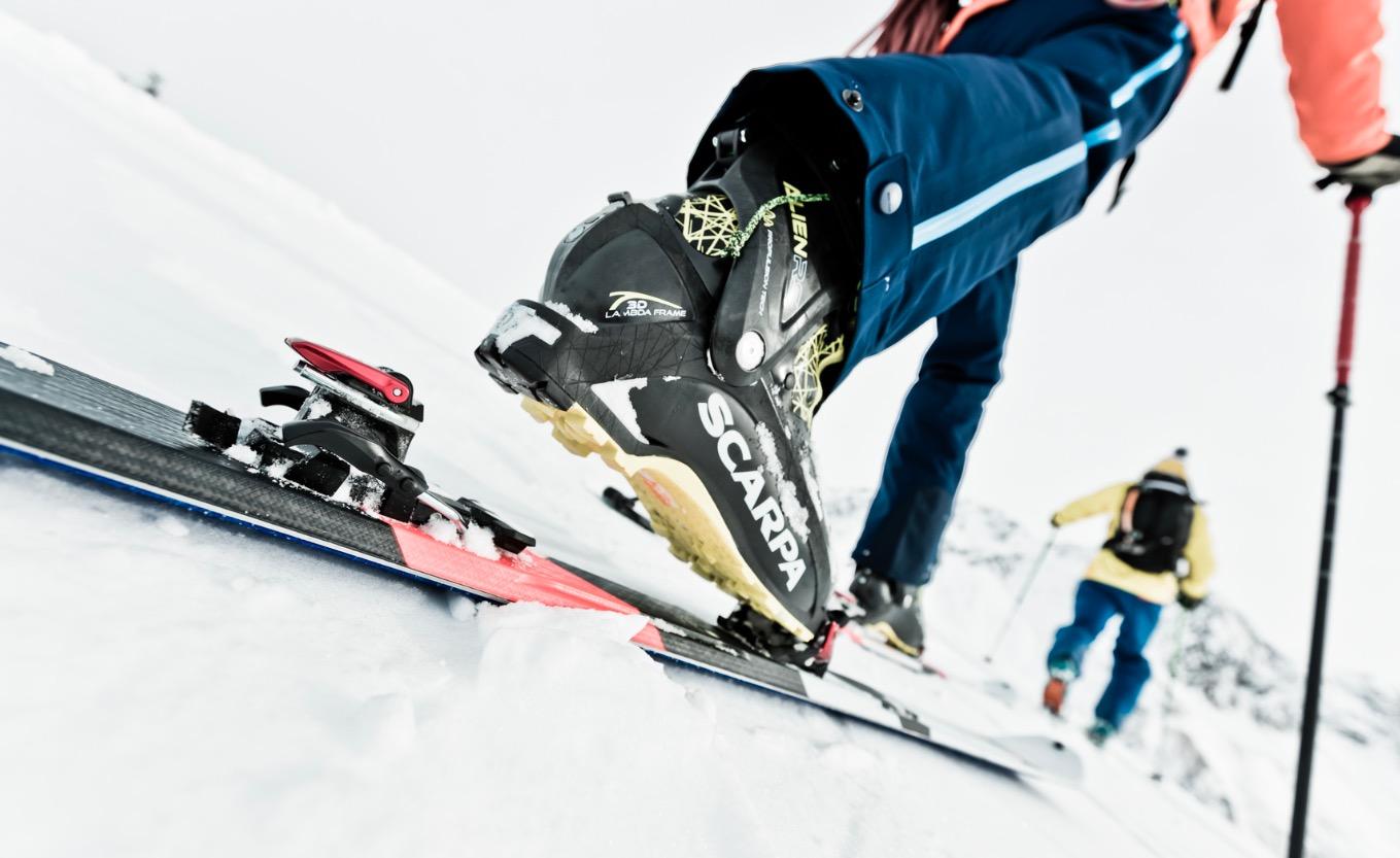 GÅ OG KJØR FLATT: Med kommende Marker Alpinist har du flat gåmodus (se bildet) + at det ikke er høydeforskjell på fram- og bakbinding i kjøremodus. Pressebilde: Marker