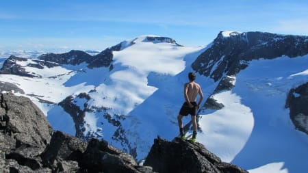 Artig klyving fra toppen av renna og videre til topps på Hesten. Flott utsikt mot Kongskrona og Dronningkrona