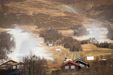 KUNSTSNØ: Ikke så ille som man skal ha det til, i hvert fall hvis man ikke setter noe adjektiv foran hvordan snø skal være. Bilde: Tore Meirik