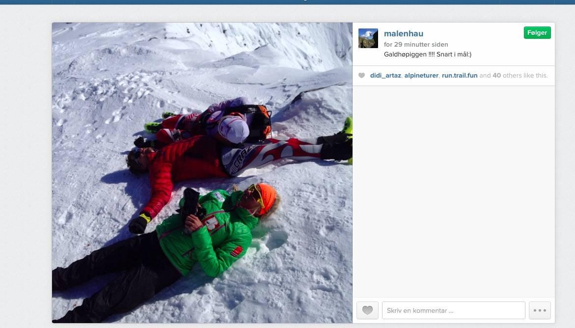 SLITNE NÅ: Malene Blikken Haukøy, Martin Andersen og Lars Erik Skjervheim unner seg en pust i bakken på toppen av Galdhøpiggen. Foto: @malenehau