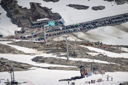 INGEN TOPPHEIS: Det blir en ny sommer uten toppheis på Stryn, men sommerskisenterets nye eier lover at det ikke er en permanent løsning. Foto: Emil Eriksson