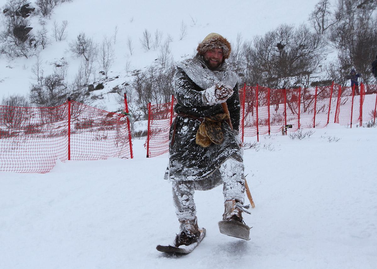 IMPONERENDE: Med disse skiene kjørte Dag Inge Bakke ned løypa til Galhøpiggrennet. Dette er en kopi av Lendbreskia, som er 2700 år gamle.