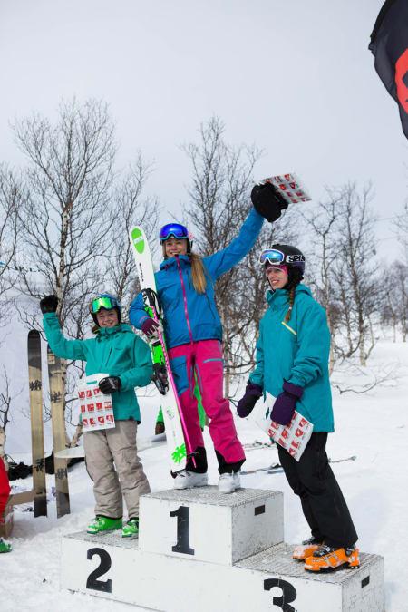 Pallen, jenter 14-15, fra venstre: Nike Wassdahl Nysæter (nr. 2), Kamilla Bratteteig (nr. 1) og Amelie Endresen (nr. 3).