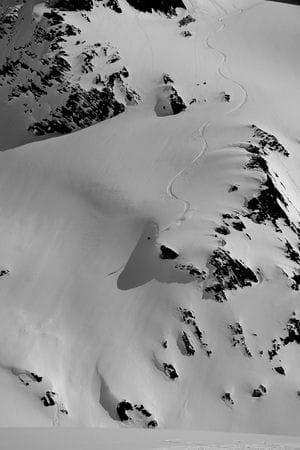 Denne konvekse fjellsiden dundret Aksel ned på under 20 sekunder, inkludert et fett klippesvev med solid stomp i landingen. Imponerende! Bilde: Endre Løvaas