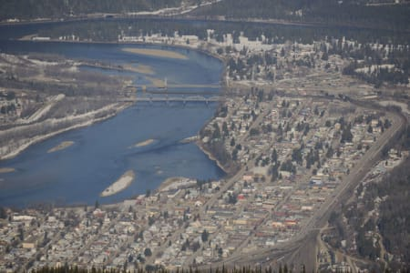 Et snapshot av comboybyen Revelstoke, tatt fra midtstasjonen i skianlegget. Høydeforskjellen er den største i hele Nord-Amerika. Bilde: Endre Løvaas
