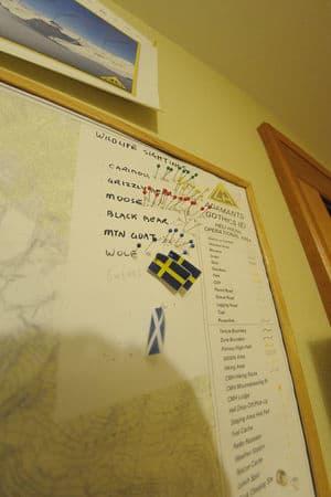 """Se nøye på bildet, som er guidenes kart for viltobservasjoner. """"Swedes"""" havner i kategorien for viltdyr :-)  Bilde: Endre Løvaas"""