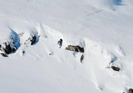 DEBUT: Aksel Lund Svindal debuterer som helikopterbasert frikjører foran kamera. Dette er på Sunnmøre under, og noen sekunder etter knuste verdens beste alpinist den ene skia si til pinneved. Bilde: Endre Løvaas