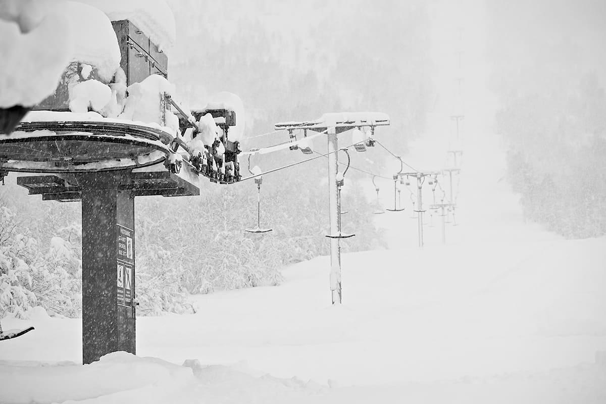 SESONGKORTPRISER: Cecilie Marese Grendahl i Sogndal Skisenter, Hodlekve, mener det er viktig å anerkjenne verdien til et skisenter. Foto: Bård Basberg
