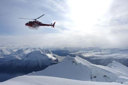 NESTEN PERFEKT: Ikke et vindpust, sol fra blå himmel, nydelig skiføre og helikoptre satte sitt preg på Andørja i Troms denne helgen Foto: Tore Meirik