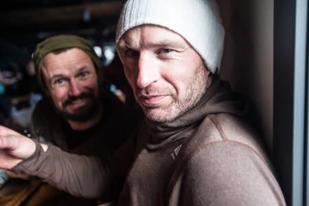ETTERSKI: Afterski hadde de også - med verdens beste karaokesangere. Sånt blir Bård Gundersen og Jørgen Granli tørste av. Bilde: Christian Nerdrum