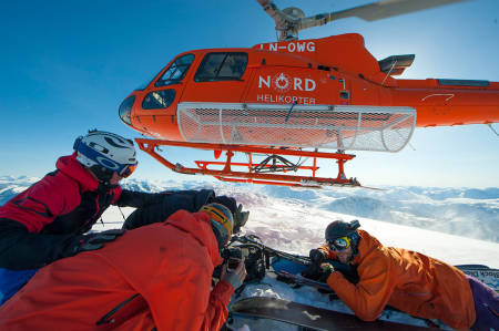 HELI: Nå kan du nå toppene på Turtagrø med helikopter. Her fra Andørja. Foto: Rune Dahl