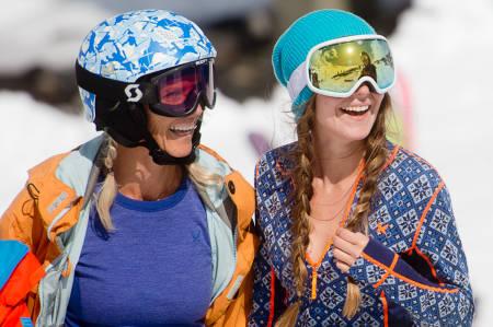 Stryn-damer med superundertøy-cleavage. Foto: Vegard Breie