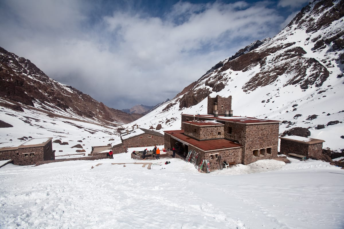Utgangspunktet for skiturer i Atlasfjellene og området rundt Toubkal er Refuge du Toubkal, som ligger 3207 moh