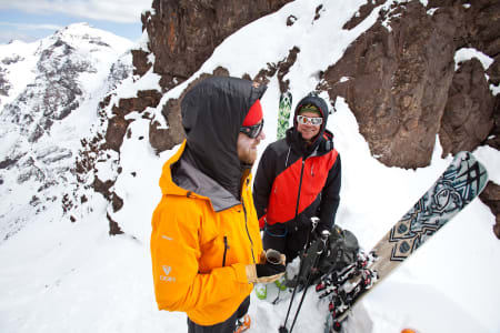 Johan Wildhagen har filma og klipt filmen, og her diskuterer han med filmstjerna Hagen. Wildhagen & Hagen i samtale med andre ord