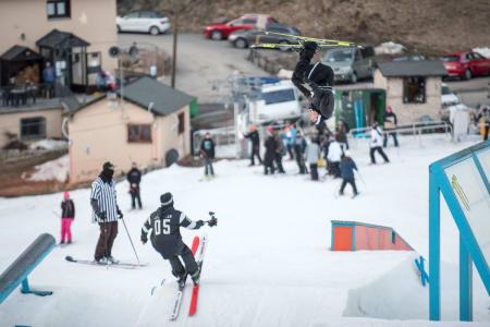 INSTAGRAMKONGEN: Med kreativ skikjøring på kjempehøyt nivå og en god del andre tøffe stunts har Benjamin Forthun blitt en av Ski-Norges råeste instagrampersonligheter. Foto: Rachel Bock