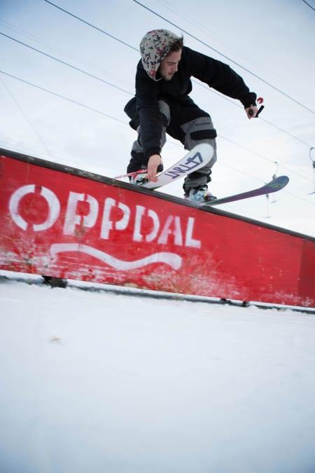 Erik Naess er helt klart i toppsjiktet i klassen «Stilfulle småbarnsfedre på rails». Her fra sesongstarten i Oppdal søndag. Foto: Tore Meirik