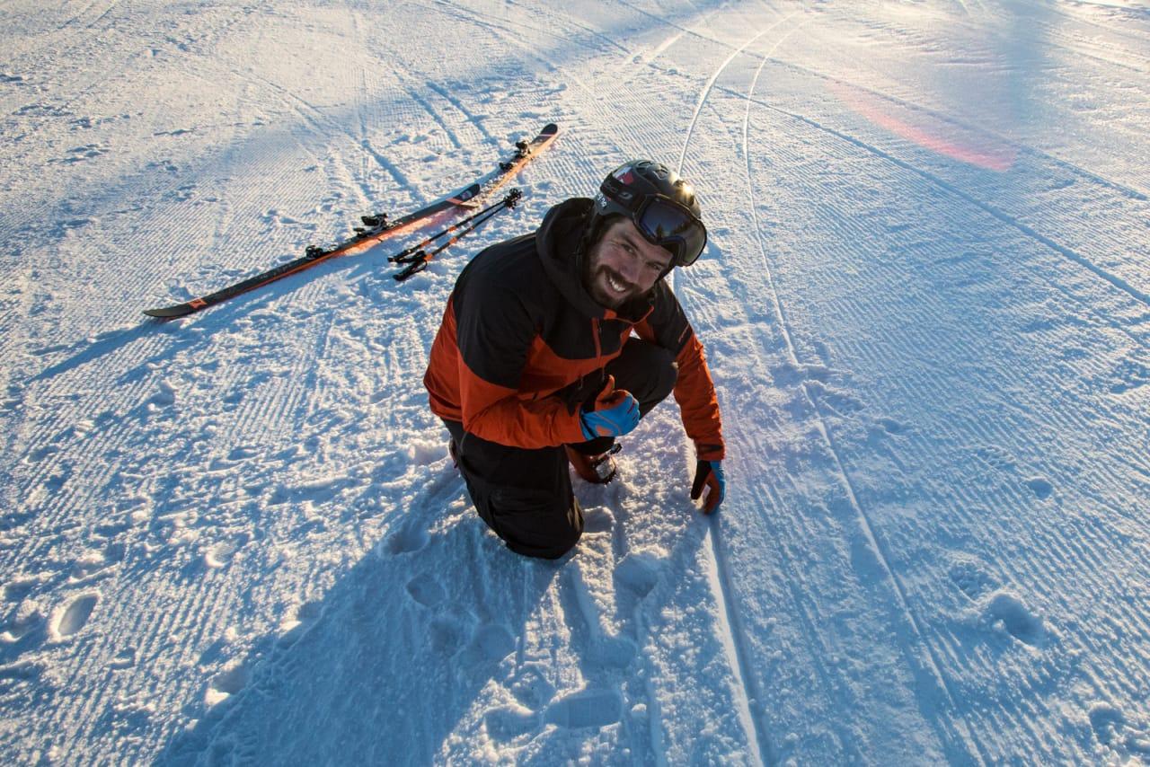 AVSPORING ELLER IKKE: Spora dine ljuger ikke. Eirik Finseth har stor glede av å se på sine egne snø-skjær. Bilde: Christian Nerdrum