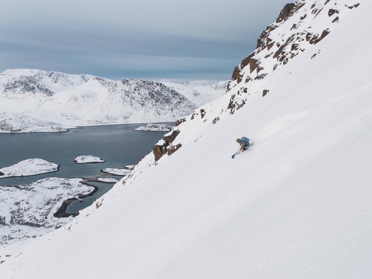 ALL SLAGS FØRE: Selv om fotokonkurransen ble avlyst på grunn av dårlig vær, var det likevel såpass forhold til å ta bilder som dette i Bergsfjord. Morten Christensen kjører. Foto: Karl Olofsson