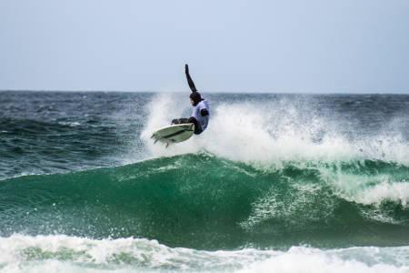 I GANG: Festivalen er i gang, og startet med surfekonkurranse. Foto: Olav Standal Tangen
