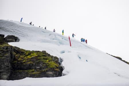 KREATIVITET: Med lite snø og få valgmuligheter måtte du være både kreativ og god på ski for å vinne i dag. Rookiene knuste Pro-gjengen på Vikafjellet, selv om rookie Sindre Holtet (bildet) kræsja etter en frisk start. Foto: Olav Standal Tangen