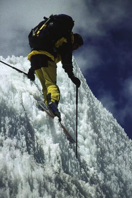 MOUNT EVREREST: Davo på vei ned fra Mount Everest på krevende føre. Foto: privat