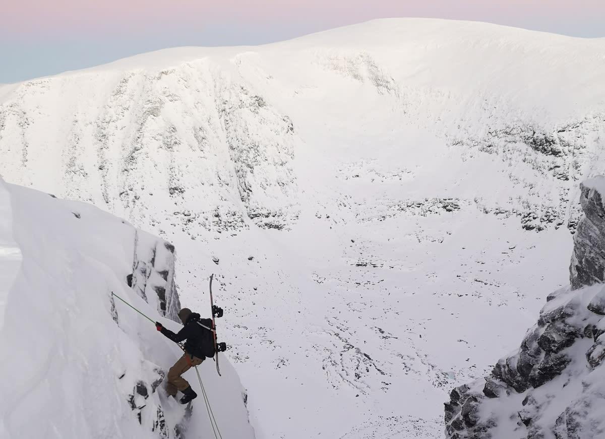 TROMS: Andreas Strømseth på vei inn i den superklassieke renna Øksehogget i Troms i helgen. Foto: Eivind Aanensen