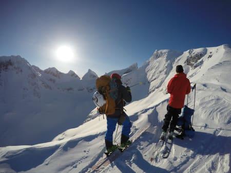 HURRUNGANE LØRDAG: Nydelig vær, fantastisk skiføre og en perfekt lørdag for brattkjøring denne helga.