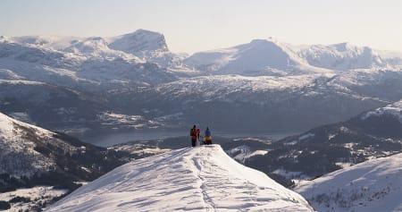 TIL FJELLS: Den høyeste catskiløypa går til Ljosuregga, nesten opp til 1200 moh. Foto: Janne E. Andersson