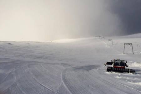 NYSNØ: Galdhøpiggen har fått et realt snødump. Foto: Galdhøpiggen Sommerskisenter