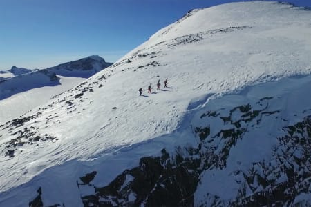 I NÆROMRÅDET: Tor Berge har vært flere steder i Norge for å vise fram naturen. Her i Jotunheimen. Foto: Skjermdump