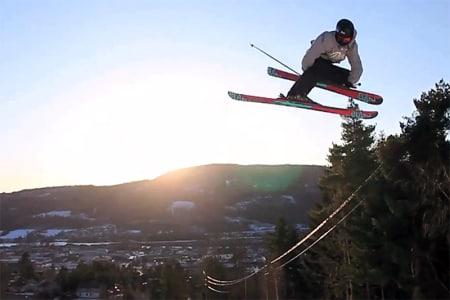 DRAMMEN: I lufta over Drammen fins noen lykkelige skikjørere.