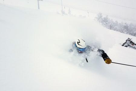 NYSNØ: Nesten en meter nysnø på Stryn betyr leking i snøen. Foto: Pål Olav Skåre
